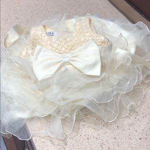 Other - Adorable little girls elegant dress